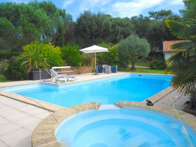 Hossegor villa a vendre lac et centre ville piscine et for Piscine hossegor